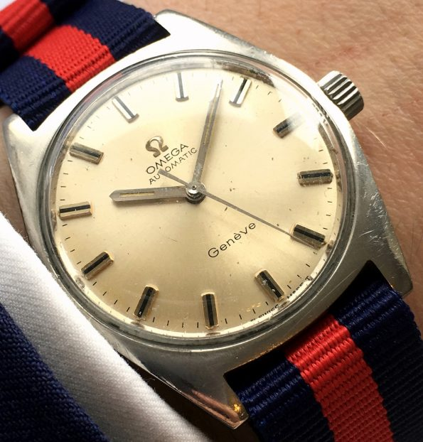Beautiful Vintage Omega Genève Automatic cal 552