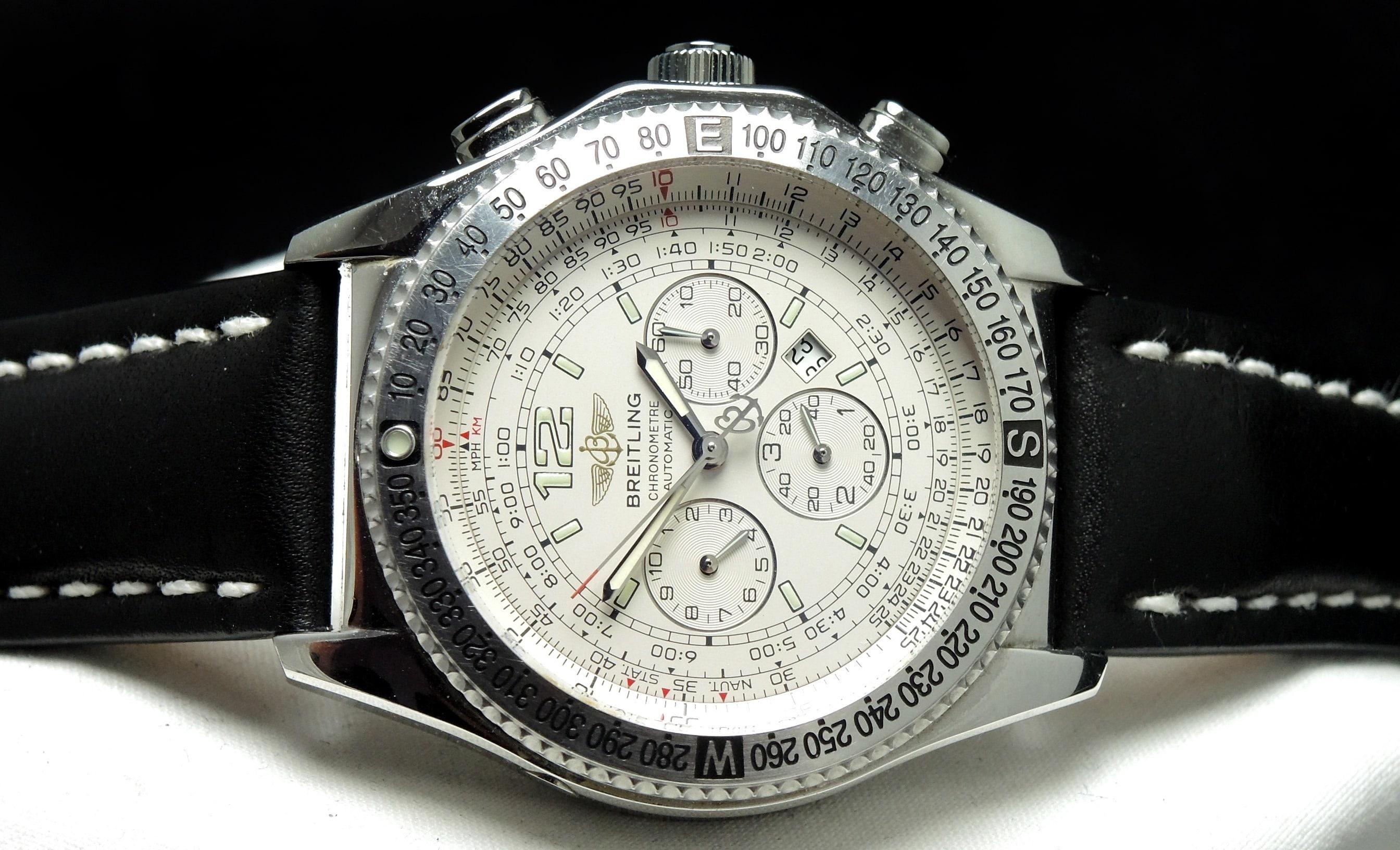 Makelloser moderner Breitling Chronograph mit Papieren