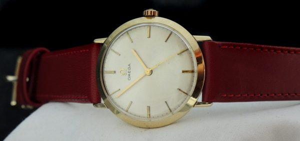 Stunning Omega Ladies Watch in solid gold Ladys